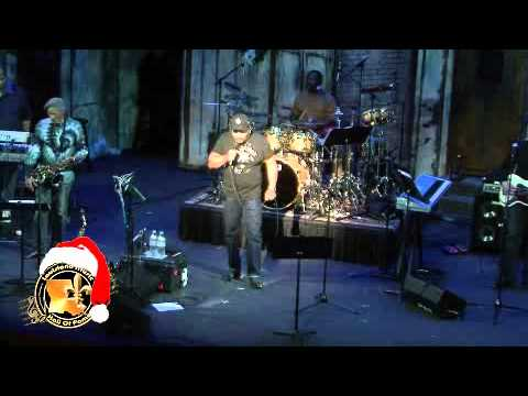Louisiana Music Hall Of Fame member Aaron Neville - Christmas medley