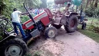 Very risky swaraj tractor fall in drain 2