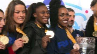Handball: les bleues championnes du monde, de retour en France