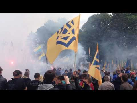 """Protests and clashes with """"Azov"""" volunteer batallion before Ukrainian parliament in Kyiv"""