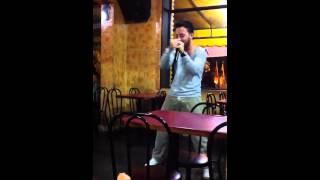 A lenda Joaozinho no karaoke