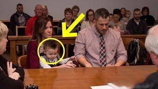 كانوا سعيدون بتبني الطفل وفجاءة قال الطفل كلمته في المحكمة , وجمدهم في مكانهم..!!
