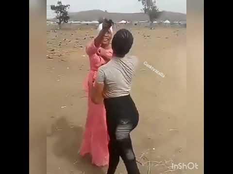 Download Bidiyo kalli yadda wasu karuwai mata ke fada da zagin gindi