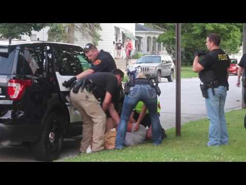 suspect resists arrest at warrant