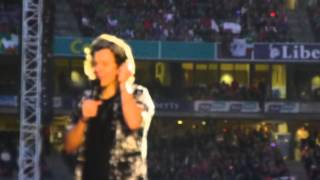Harry Styles made 80 000 fans scream: 4 bananas for an euro - Front Row - Croke Park - May 24