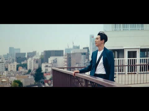 松田翔太、屋上で一人歌う 三太郎キャスト「アイーダ」でW杯を応援 『au BLUE CHALLENGE』新CM
