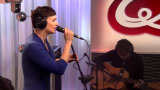 Noémie Wolfs - Leave A Light On (live bij Q)