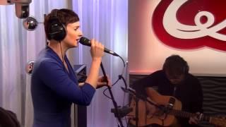 Noémie Wolfs - Leave A Light On (live bij Q)