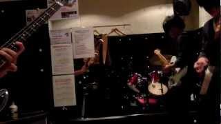 山形市内で活動してる高校生バンドの木蘭です。 メンバー全員下手くそで...