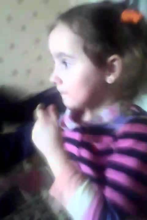 мальчик неумело целует писю девочки