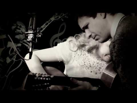 """Pickin' The Guitar"" - Meredith Axelrod, Frank Fairfield"