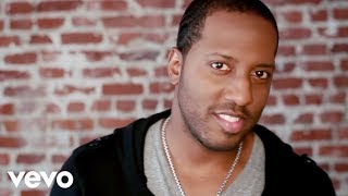 Watch Isaac Carree In The Middle video