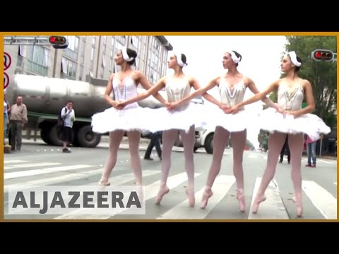 🇲🇽  Mexico City: Drivers stuck in traffic treated to ballet | Al Jazeera English