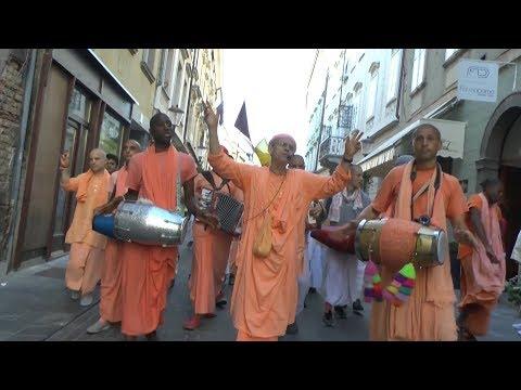 HH Kadamba Kanana Swami - harinam in Ljubljana 15.08.2017