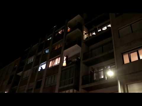 Pontevedra aplaude desde los balcones la labor de los sanitarios