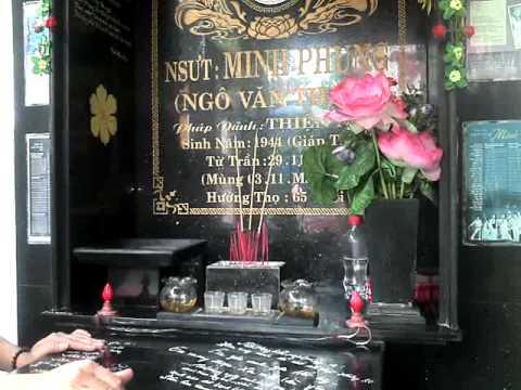 Dư Hải Long viếng mộ thần tượng NSƯT Minh Phụng 2