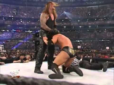 Wrestlemania 17 - Triple H Vs The Undertaker (en español) #3