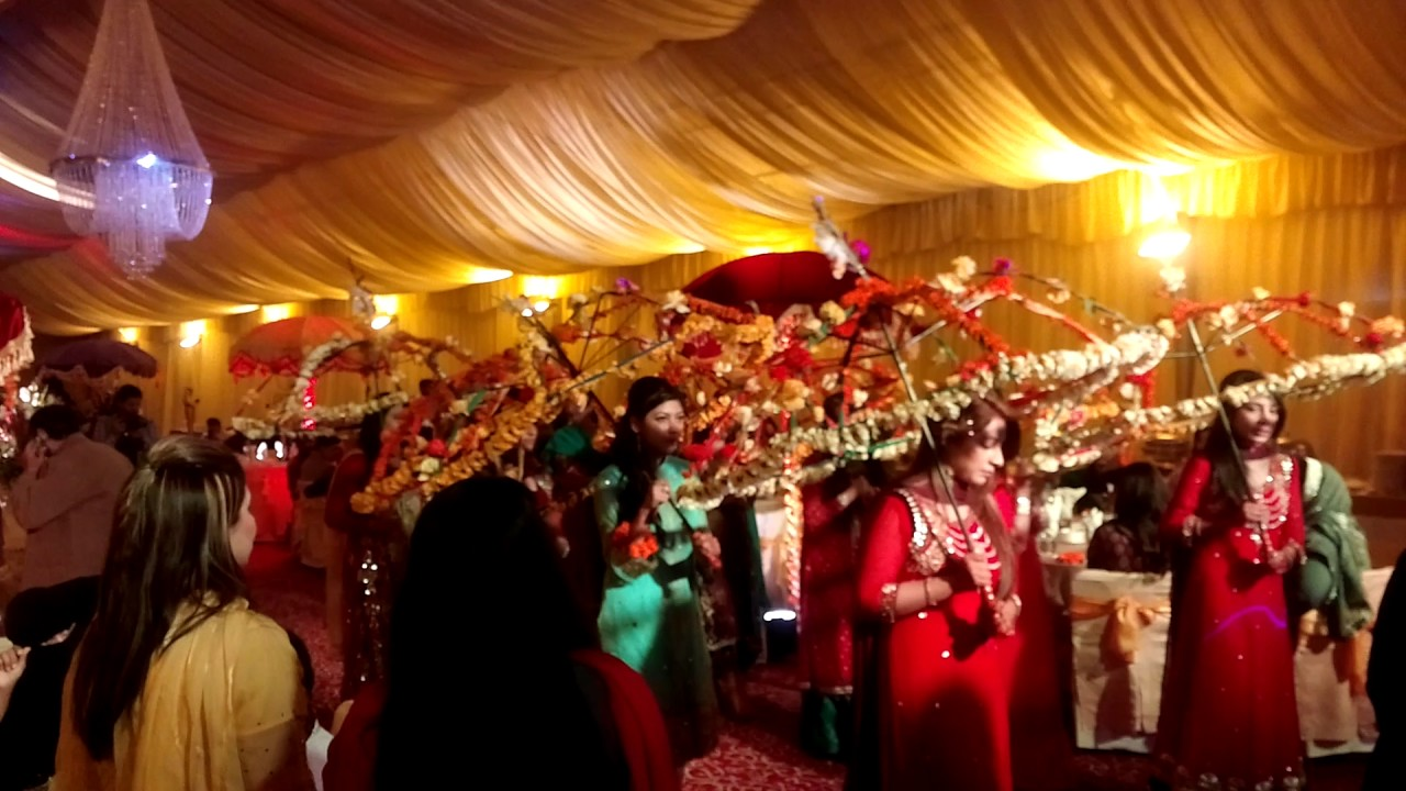 Bride Entry at Mehndi, Umbrella Entry Idea at Mehndi Event, Thematic Mehndi  Entry in Pakistan