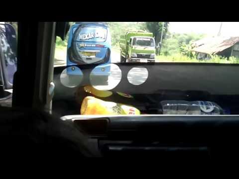 ELF Rukun Wargi Nyalip 5 Mobil Di Tikungan