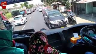 Download Video SUPIR EDAN !!! UGAL-UGALAN Supir BUS Restu jaran liar Ini Sungguh Sangat Membahayakan !! MP3 3GP MP4