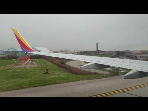Southwest Boeing 737-800 Landing Pittsburgh Intetnational Airport PIT