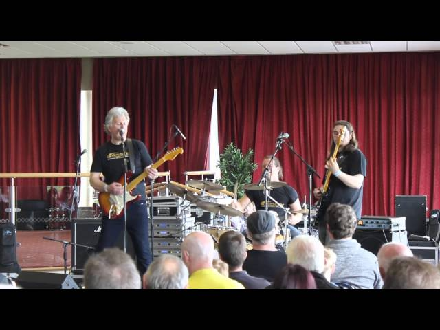 Cassidy play Hendrix at North West Guitar Show 2015