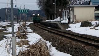 会津坂本駅に到着する普通列車427D_2019年2月撮影