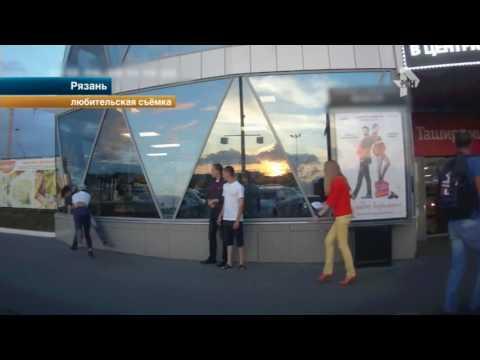 В Рязани молодые люди устроили драку прямо на пороге кинотеатра