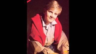Aled Jones (Boy soprano) singing Watching the Wheat (Bugeilio