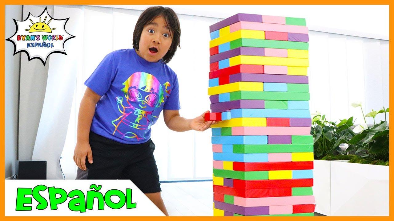 Ryan y Mamá juegan con bloques de colores!! JENGA GIGANTE!