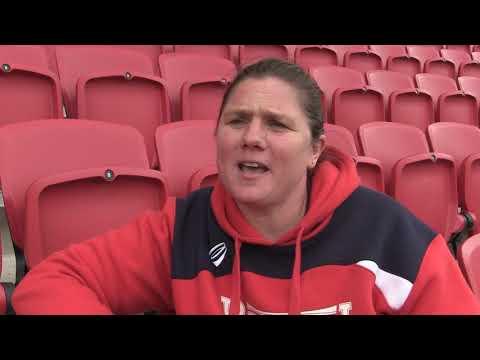 Kim Oliver pays tribute to retiring Izzy Noel-Smith