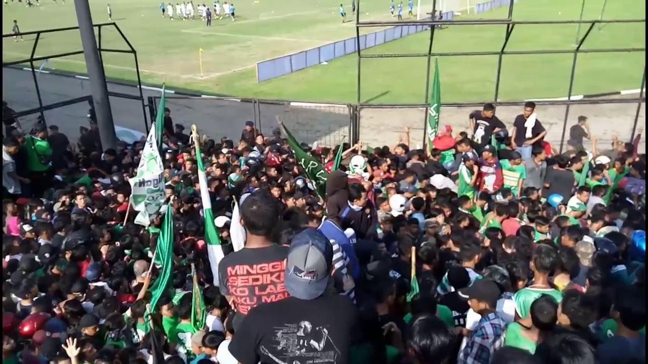 PSMS Medan VS PERSIB Bandung. Supporter Dan Warga Yang ...