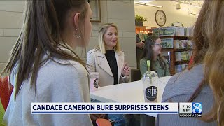 fuller house star visits with local teens on book tour
