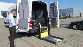 Volkswagen Crafter dotat cu lift pentru persoane cu dizabilitati.