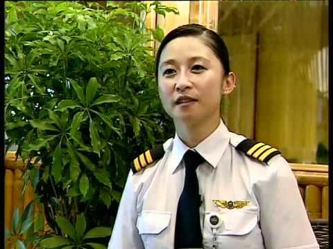 Nữ phi công Canada gốc Việt.flv