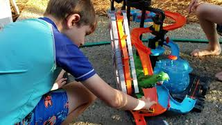 Hot Wheels: Ultimate Gator Carwash play and review