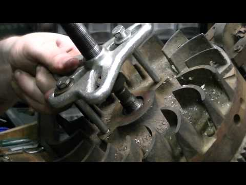 How to Remove (pull) a flywheel on a Briggs and Stratton Engine (any small engine)