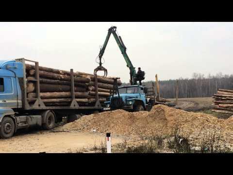 Погрузка леса манипулятором лесовозом Урал, в Калуге