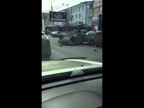 ДТП на Маркса в Омске: перевернутая Toyota Camry 17 марта 2015