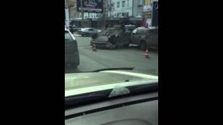 ДТП на Маркса в Омске: перевернутая Toyota Corolla 17 марта 2015