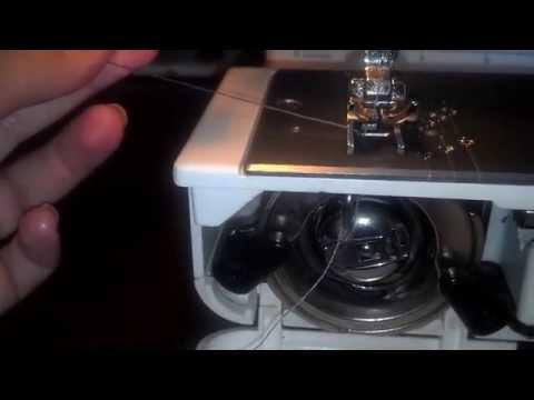 Как заправить нижнюю нить в швейной машинке