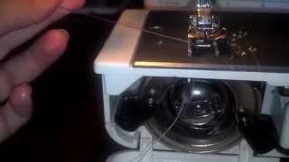 Как заправить нижнюю нить в швейной машинке(Это видео покажет нюансы заправления нижней нити в швейной машинке., 2015-07-09T15:12:58.000Z)