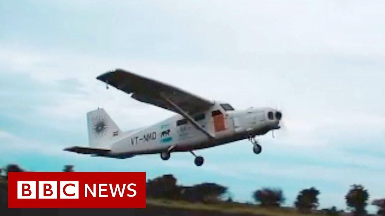 Plane built on Mumbai rooftop takes to the skies - BBC News