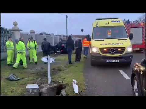Herida la conductora de un coche que volcó en O Corgo