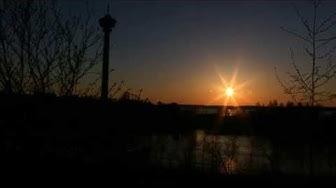 Kaunis auringonlasku Tampereen Särkänimeen