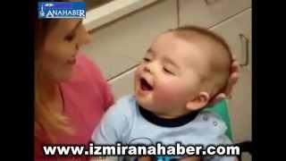 annesinin sesini ilk kez duyan bebek