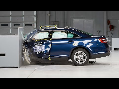 2017 Ford Taurus driver-side small overlap test