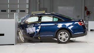 2017 Ford Taurus driver-side small overlap IIHS crash test