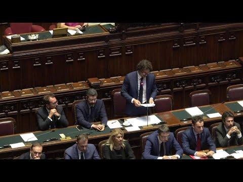 """Crollo ponte Morandi, bagarre in Aula. Le opposizioni a Toninelli: """"Pressioni? Faccia i nomi"""""""