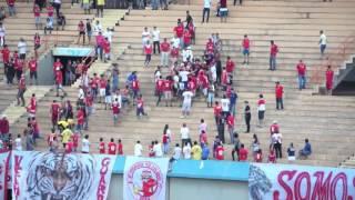 Torcedores do Vila Nova brigam entre si no Estádio Serra Dourada